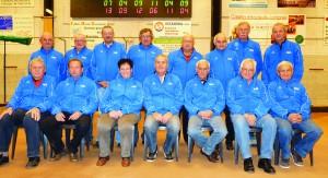 PHOTO (debout de g. à d.) : André, Michel, Francis, Georges, Guy, Jo, Roland et Maurice. (assis de g. à d.) : Michel, Claude, Marie-Lou, Jacky, Jean-Jacques, André et Daniel.