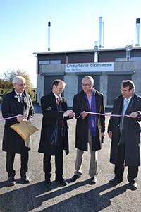 Belley, inauguration de la chaufferie bois. Photo, avec de gauche à droite :  Gérard Millière, directeur de Dalkia Centre-Est, JM Fognini, Alain Pasqualin, et François Amblard, Président de Synapse Construction.