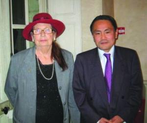 Gaëlle et le consul du Japon (11/2013)