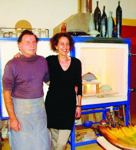 Jacques et Sylvie Bros devant leur four