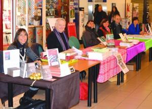 Lors des dédicaces à Carrefour Market Belley