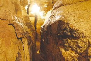 Les Grottes de La Balme - Labyrinthe de Mandrin © DR  ballad et vous
